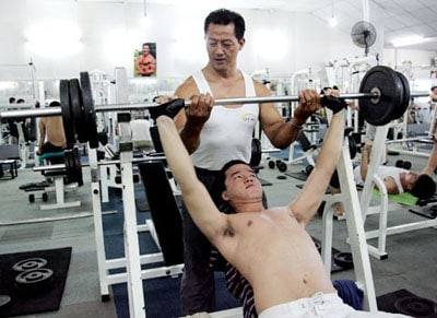 5-cach-tap-gym-dung-cho-nam-gioi-ngua-gai-cot-song-l41
